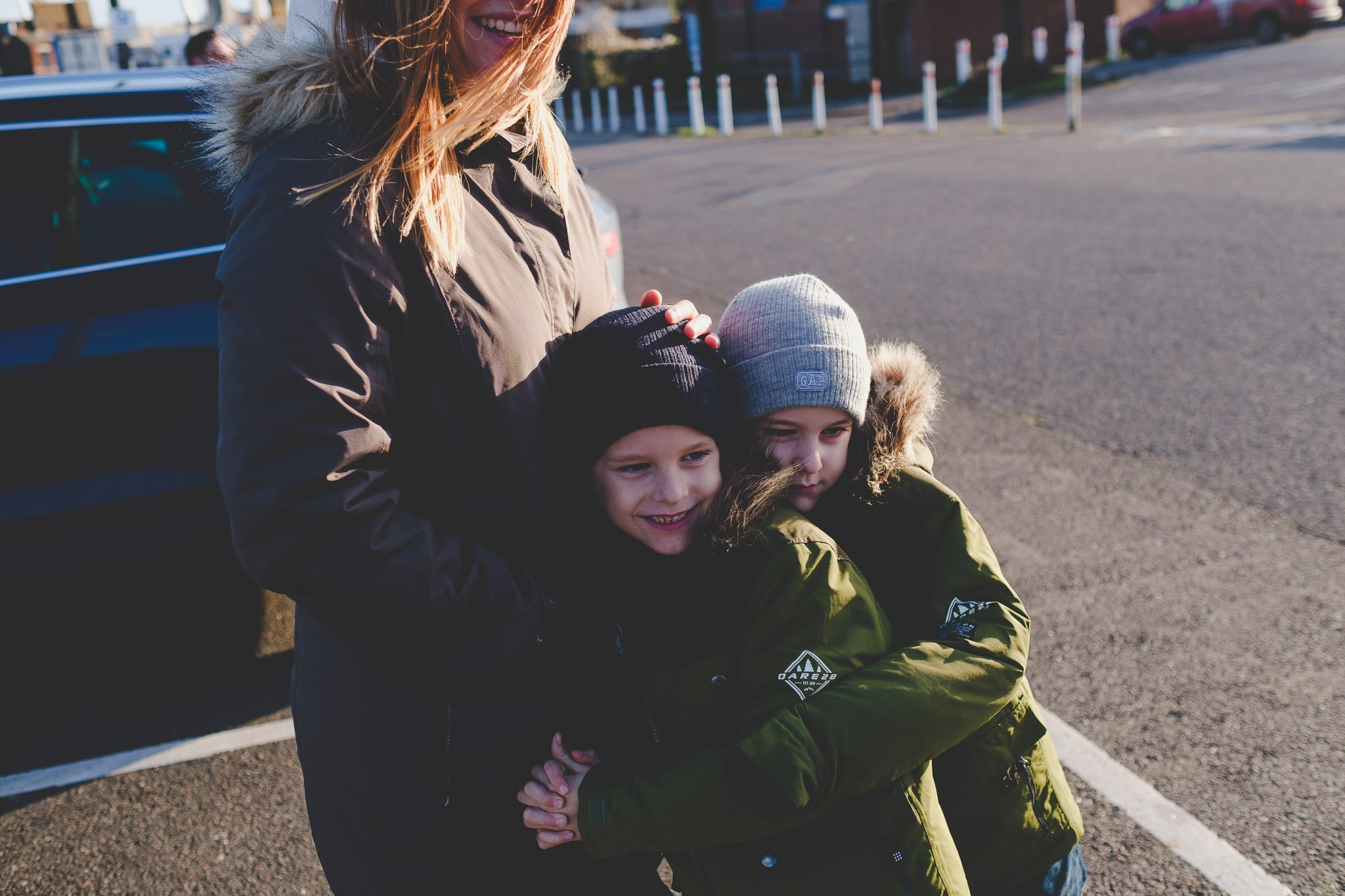 Twin boys hug their mum on Southend Sea front. Photography by thatthingyoupluck.